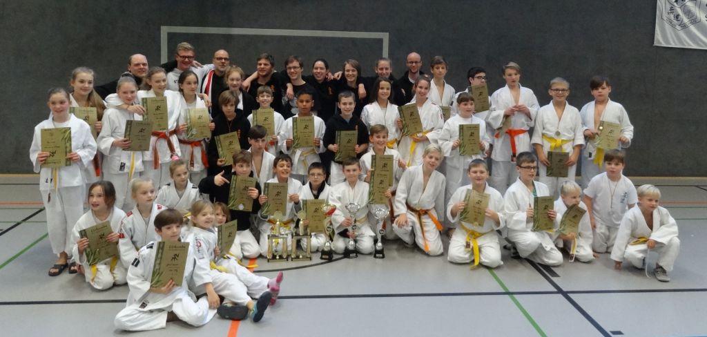http://www.tvjahn-bad-lippspringe.de/tl_files/artikelbilder/2012/Judo/KPT 3 2016/Gruppenfoto_003b.jpg