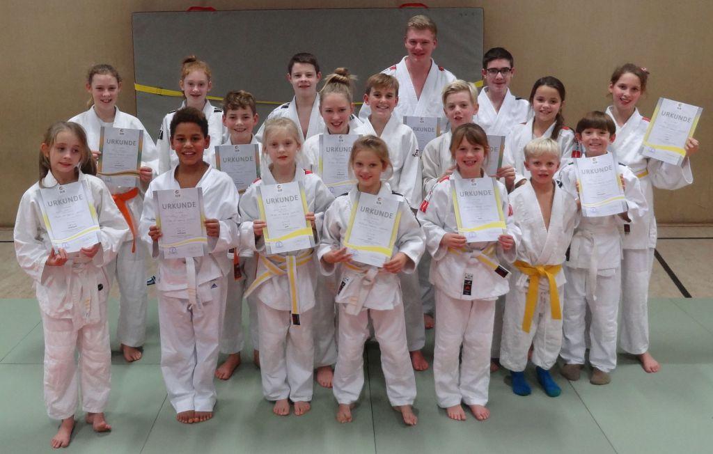 http://www.tvjahn-bad-lippspringe.de/tl_files/artikelbilder/2012/Judo/Kyu-Pruefung 191116/DSC07342b.jpg